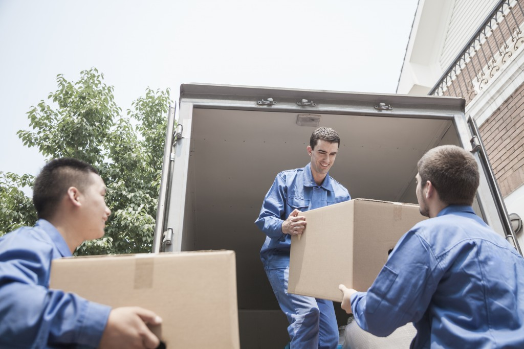 Moving Truck Companies >> How much does it cost to hire a moving company or movers ...