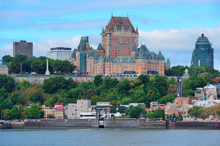Impressive view of the Frontenac – iconic landmark in Quebec City