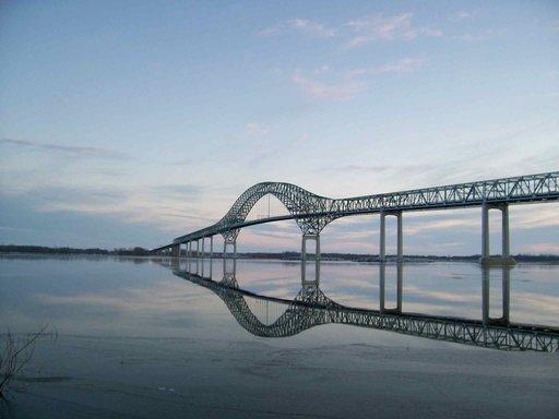 By John White - Photosubmissions 2013030310002373, CC BY-SA 3.0 The Laviolette Bridge connects Trois-Rivières, Quebec to Bécancour