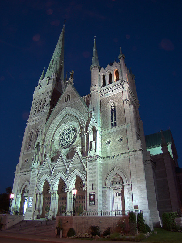 By Tango7174 - Own work, GFDL Cocathédrale Saint-Antoine-de-Padoue in Longueuil – notable place of worship
