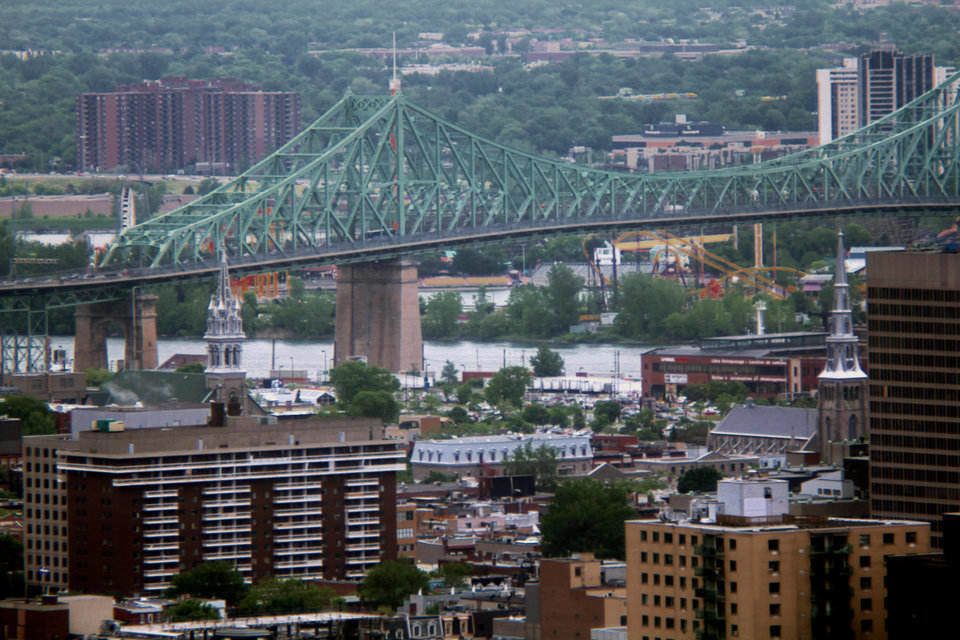 By Chicoutimi — Own work, CC BY-SA 3.0 The Jacques Cartier Bridge in Longueuil connects with nearby Montreal