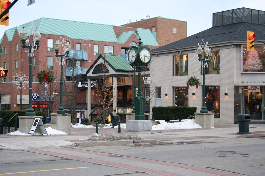 Charming downtown Oakville in winter has a vibrant commerce By Whpq - Own work, CC BY-SA 3.0