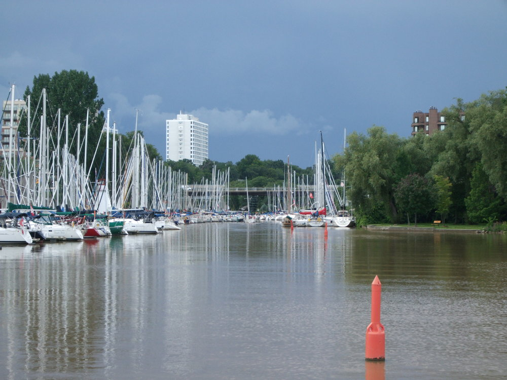 Oakville Harbor mesmerizes tourists and locals alike and accommodate recreational boaters
