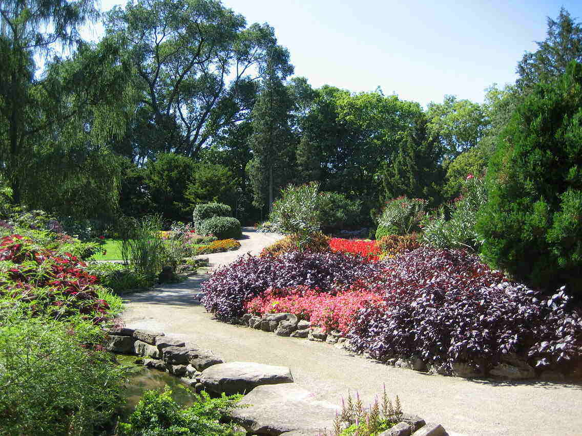 Rock Garden in Royal Botanical Gardens in Hamilton draws crowds