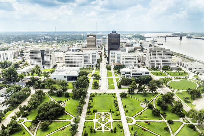 Famous skyline of Baton Rouge with Huey Long statue