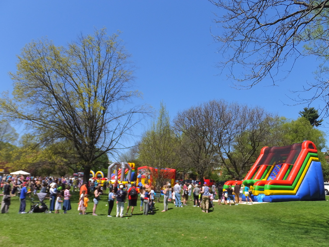 Playground at Washington Park in Albany – enjoy green spaces in the city