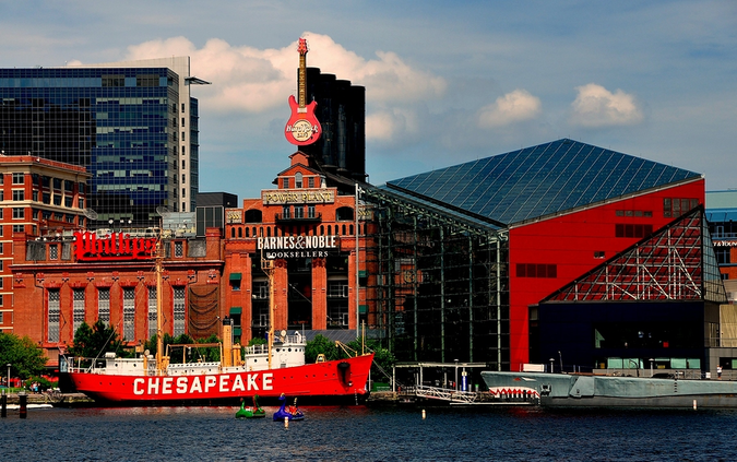 The Power Plant and the National Aquarium – top landmarks of Baltimore